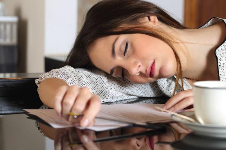 Giấc ngủ trưa rất quang trọng cho nhân viên văn phòng