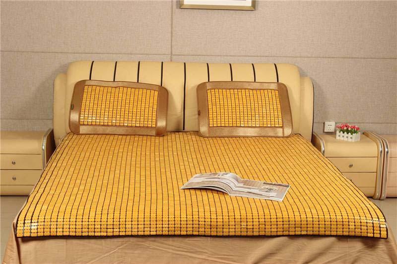 Chiếu trúc kết hợp với nệm làm cho phòng ngủ thân thiện và thoải mãi